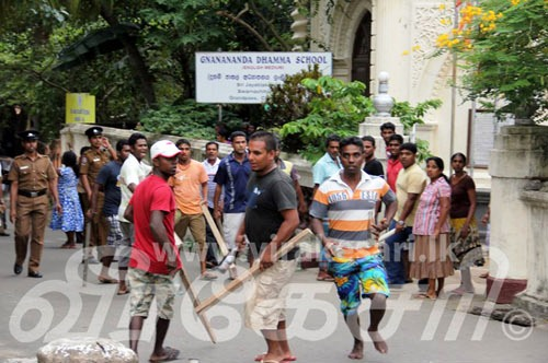 2077GrandPass_Buddhist_Thugs_Attacked_with_Police